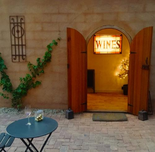 Between the Vines & Adelaide Hills Wine | Cellar Doors | South Australia.